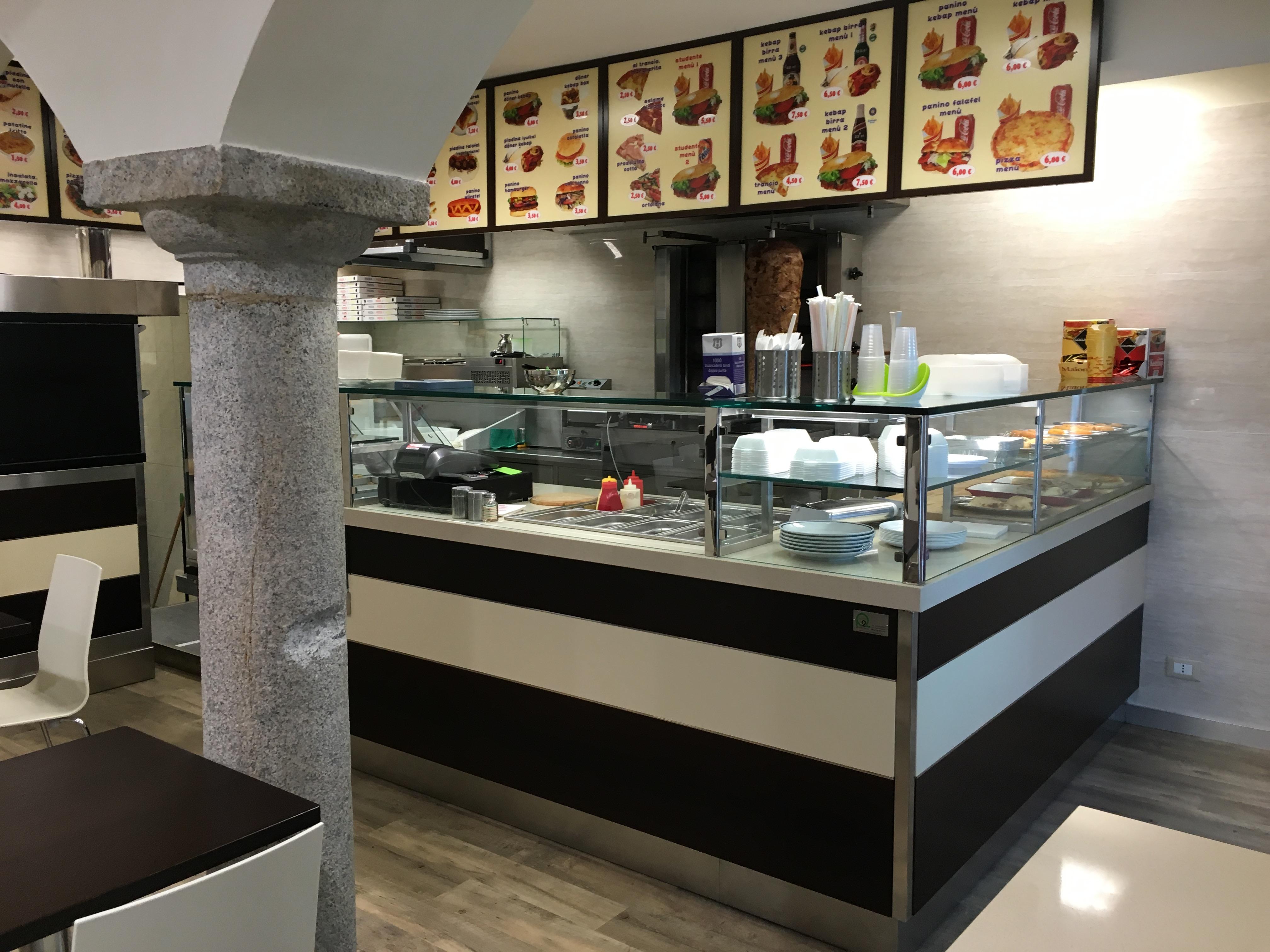 Kebap e pizzerie d 39 asporto archivi punto 2 arredamenti for Pizzeria arredamento