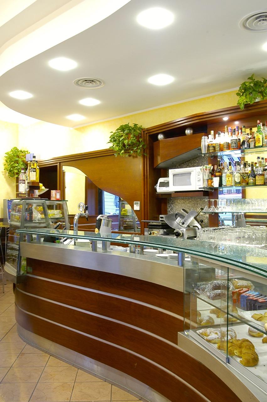 Bar tabacchi preziosa punto 2 arredamenti for Arredamenti per bar tabacchi